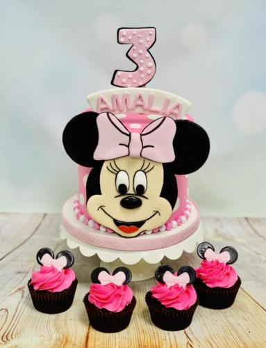 Custom cakes-01